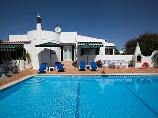3 Bed Villa With Sea Views & Heated Pool, 1.5km from Beach & Town Centre