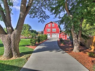 Fort Collins Barn w/ Added Loft, 3 Miles to CSU!