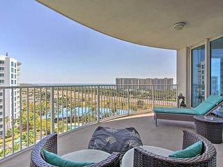 Destin Resort Condo w/Gulf-View Patio&Pool Access