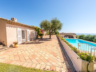 204147 6-bedroom & bathroom villa for 12, sea view, pool 12 x 6 mtr, beach 1 km