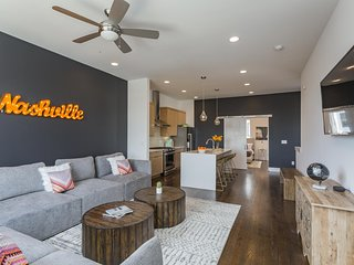 ECH 1 & 2 - Downtown Views & Tons of Outdoor Space! Sleeps 30!