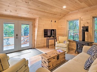 NEW! Cozy Apt w/Deck, 5.5 Mi to Acadia Nat'l Park!