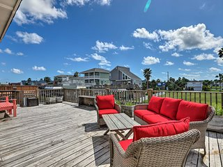 Canalfront Home w/ Boat Lift < 1 Mi to Beach!