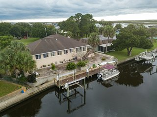 WaterFront Luxury Home *Cystal River 11849