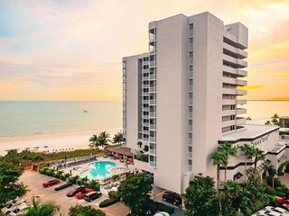 New Listing! Gulf View 1BR Family Suite with Balcony, Pool, Spa, On The Beach