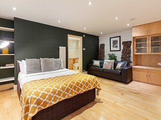 Beautiful 3 Bed 2 Bath 3 Level House in Maida Vale