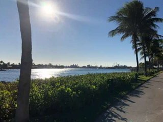 Island Remodeled Chic 2/2 Waterway/Ocean Views/Steps to Beach/Tropical Paradise/