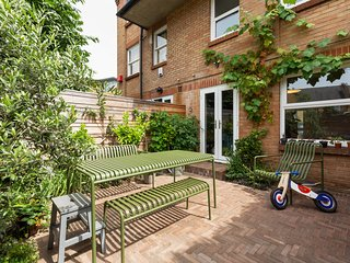 Tranquil 2 Bed Renovated Family Home in the East End