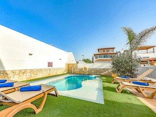 La Caleta Villa Sleeps 6 with Pool and WiFi - 5814827