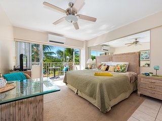 Beachfront Studio on Waikiki Beach Ocean Views