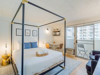 Newly Renovated Studio | Two blocks from the beach
