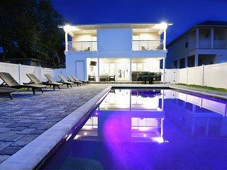 Crystal Palms | Heated Pool | Steps To Beach