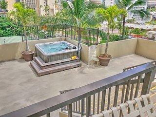 Four Paddles Waikiki |Across from Ritz Carlton