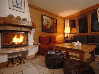 Magnificent Savoyard chalet! Ski IN!