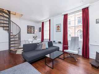 Glamorous duplex two bed apartment minutes away from Covent garden piazza (BH)