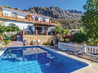 Nice home in Periana w/ Outdoor swimming pool, WiFi and Outdoor swimming pool