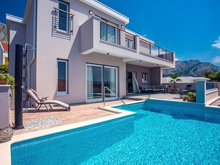New! Villa Antares, 4 en-suite bedrooms, Pool with massage, 120m from the sea