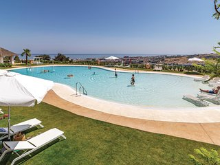 Awesome apartment in Estepona w/ Outdoor swimming pool, WiFi and Outdoor swimmin