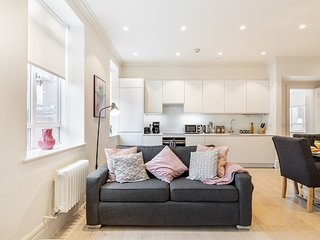 116. MOST CENTRAL AREA - COVENT GARDEN - STRAND - TEMPLE AREA SPACIOUS 1BR FLAT