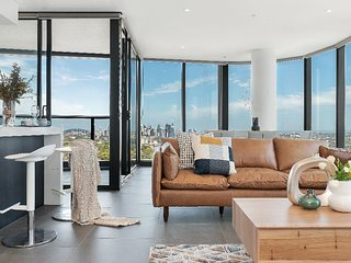 'Mid-Long Term Available Inquire' St Leonards Luxury 4Bed APT 5MIN to Station