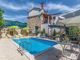 Beautiful home in Kamena Vas w/ 2 Bedrooms
