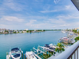 Island Key Condos 402 New Listing - 4th Floor Island Key Condo with Clearwater H