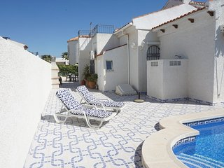 LOS NAREJOS Oasis Detached villa with its own pool in a quiet area