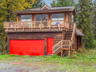 Mountain view cabin w/ fireplace, private sauna, and spacious deck