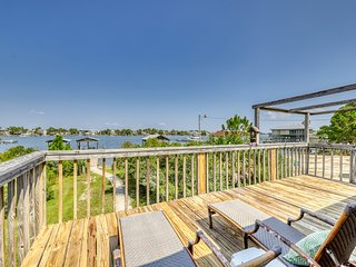 Dog-friendly cottage w/ beautiful views from the furnished deck!