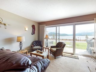 Lakefront condo w/shared hot tub & pool - Walkout to access to bike path!