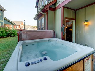 Spacious home w/convenient location & hot tub, near lake & dining