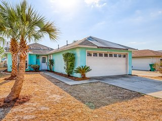 Coastal, dog-friendly home with fenced yard, grill and beach access nearby!
