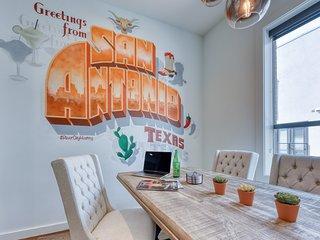New! Luxury Town Home, Walk to Pearl/Riverwalk