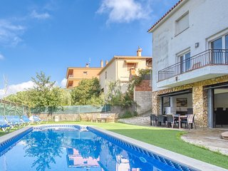 Lloret de Mar Villa Sleeps 16 with Pool and WiFi - 5245405