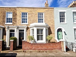 Elegant,  4 bedroom family holiday home in the heart of Deal.