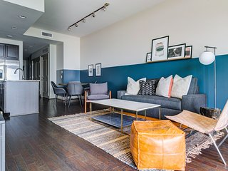 Domio   Downtown   Chic 2BR   10 Min to George B. Convention Center