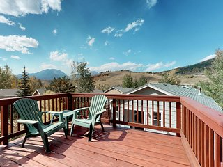Mountain view family home w/ private hot tub, deck, grill & steam shower!