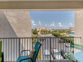 Beautiful coastal condo with shared pool and easy beach access
