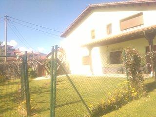Bonita casa viccoca typica asturiana de color verde