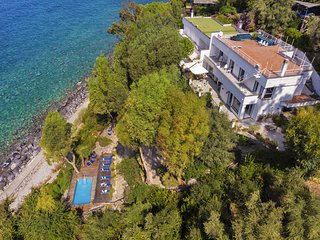 Villa Ofelia with Private Pool, Garden and Direct Access to the Sea