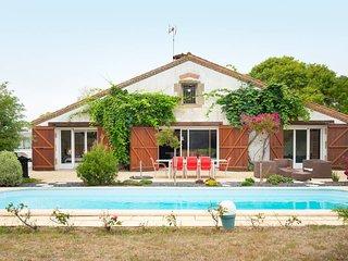 Villa avec piscine au centre d'un parc de 10 000m², proche plage, Vendee