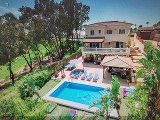 Fab 5 Bed villa sleeps upto 10 people, aircon, heated pool, pool bar bbq area