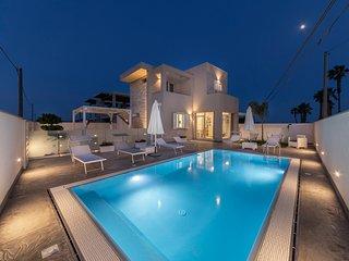 Luxury villa con piscina Marzamemi appart. Ionio (piano terra)