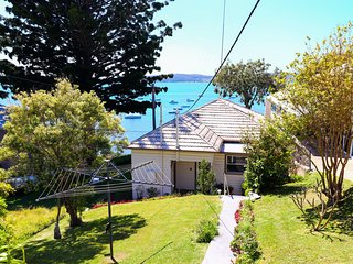 Tommys Lakehouse - stunning views of Lake Macquarie * waterfront *