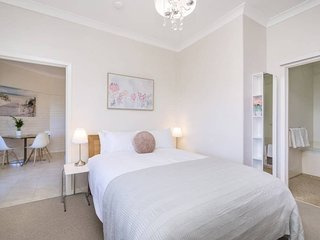 Terrace Road - Light bright one bedroom river view