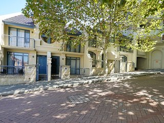 63 Beautiful Private Townhouse - pool - parking