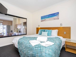 8 Pool Side Pleasure-sweeping river view -sleeps 4