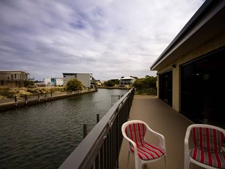 Canal Escape Mandurah sleeps 13