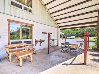 NEW! Kerrville Barn Loft Apartment in Horse Stable