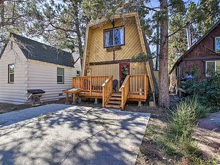 NEW! Log Cabin Retreat w/Deck Near Big Bear Lake!